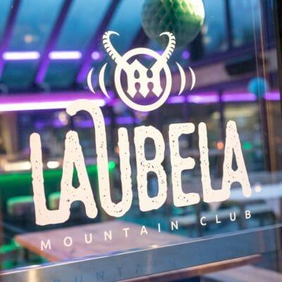 Laubela Logo auf Fenster