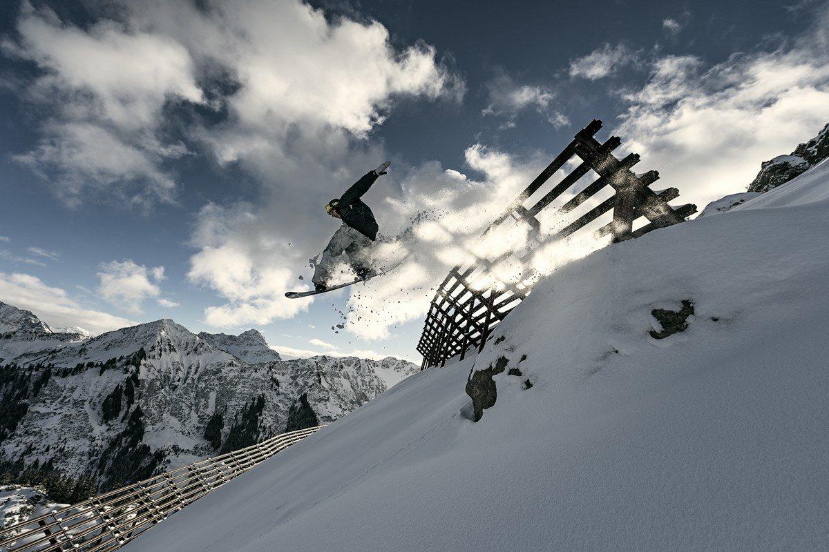 auenhuette-kleinwalsertal-snowboard-sprung
