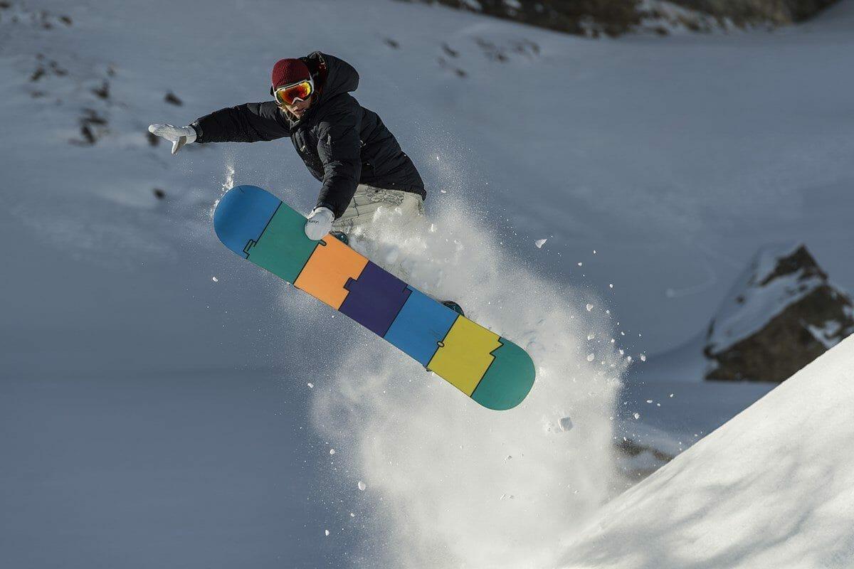 Mute Grab Snowboarder - Auenhütte im Kleinwalsertal