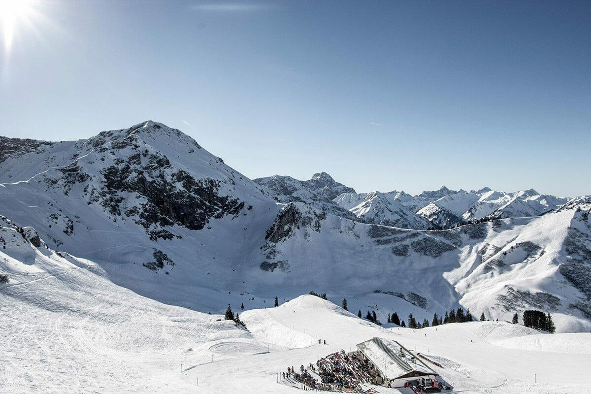 auenhuette-kleinwalsertal-piste-skigebiet-panorama