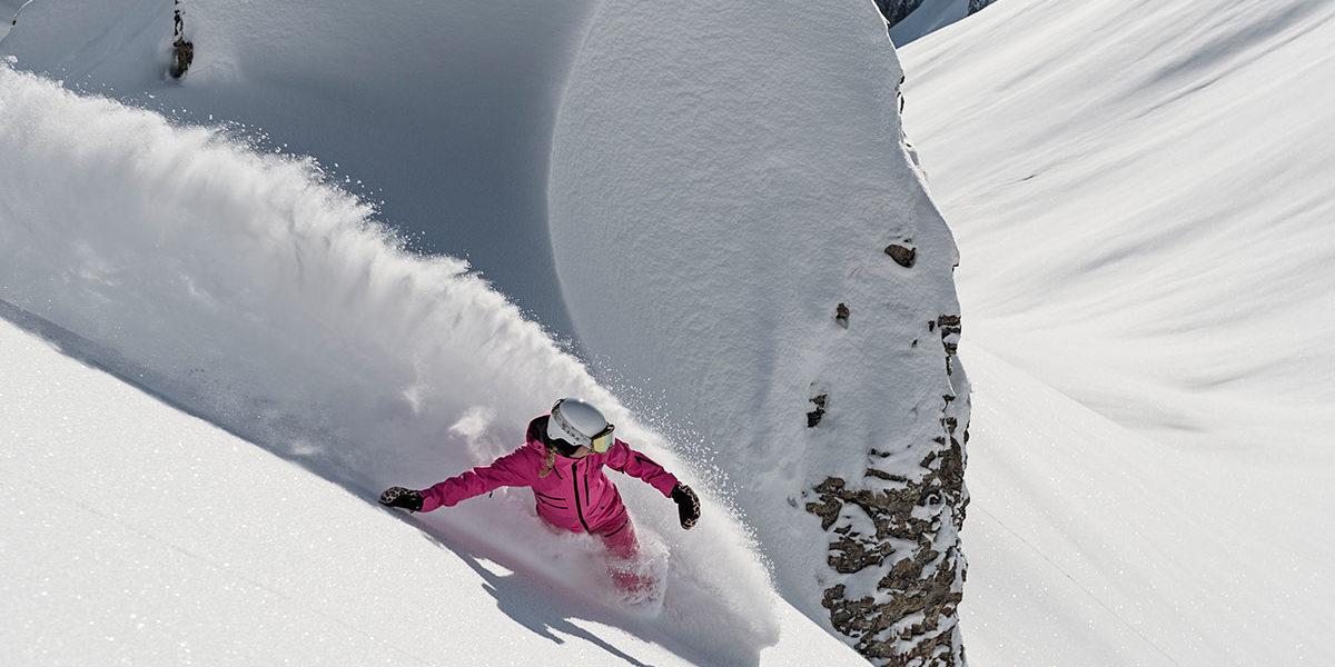 auenhuette-kleinwalsertal-snowboard-winter-pulverschnee
