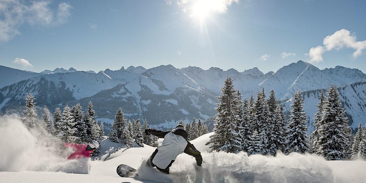 auenhuette-kleinwalsertal-snowboard-winter-pulverschnee-freeride