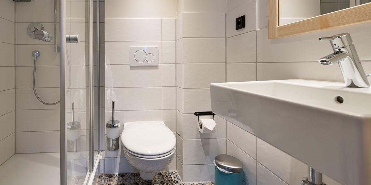 BAlpenzimmer Kleinwalsertal - Badezimmer DZ Geissbuehl