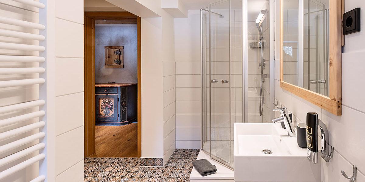 Badezimmer Berghotel - Suite Ifen - Auenhütte Kleinwalsertal