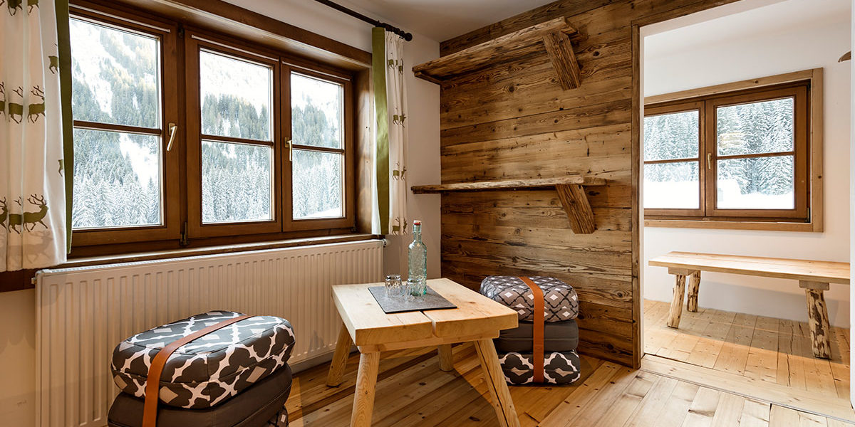 DZ Ifoly - Zimmer Sitzecke - Hüttenstil