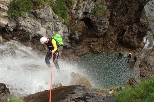 auenhuette-kleinwalsertal-aktivitaet-canyoning-abenteuer